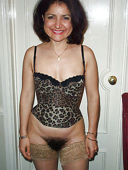 whore hairy brunette cunt photos