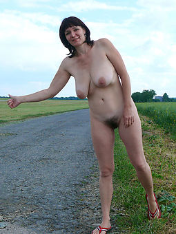 hairy girls outdoors buttering-up