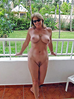 hairy pussy outdoors easy in the buff pics