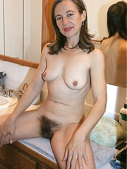 porn pictures of hairy tyro solo
