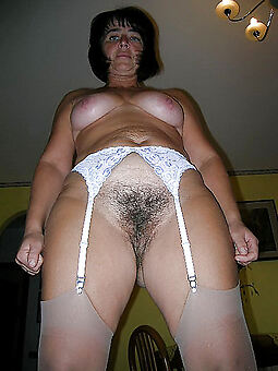 nice mature brunette hairy pussy
