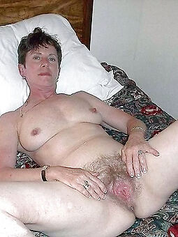natural hairy european pussy