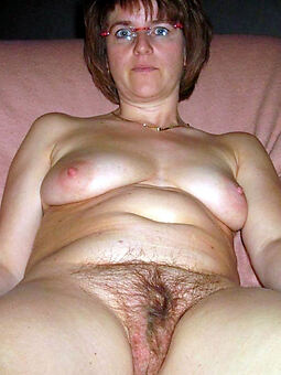 nude hairy moms free porn pics