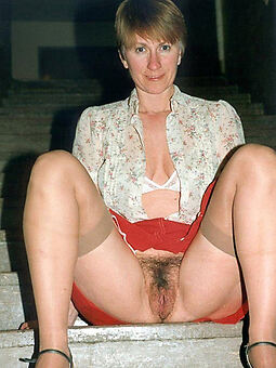 porn pictures of bonny hairy upskirt pussy
