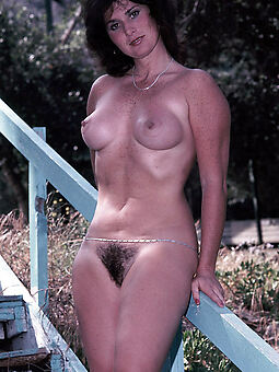 amature hairy girls in sight undressed photos