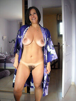 porn pictures of sexy muted brunettes