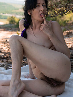 hairy women outdoors amature sex pics
