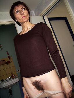 reality hairy brunette pussy