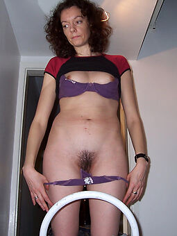 pretty queasy housewife pussy photo
