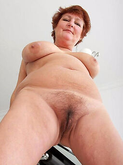 mature moms hairy pussy posing nude