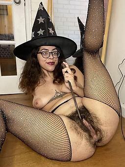 nude prudish women pics