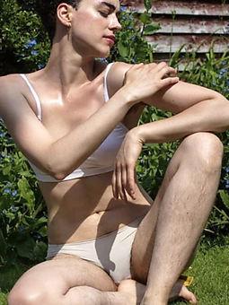 perishable legs xxx stripping
