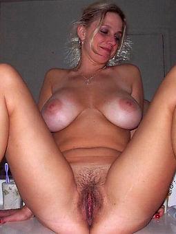 hot hairy wringing wet pussy pic