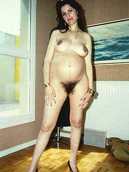 hairy nude mature free porn pics