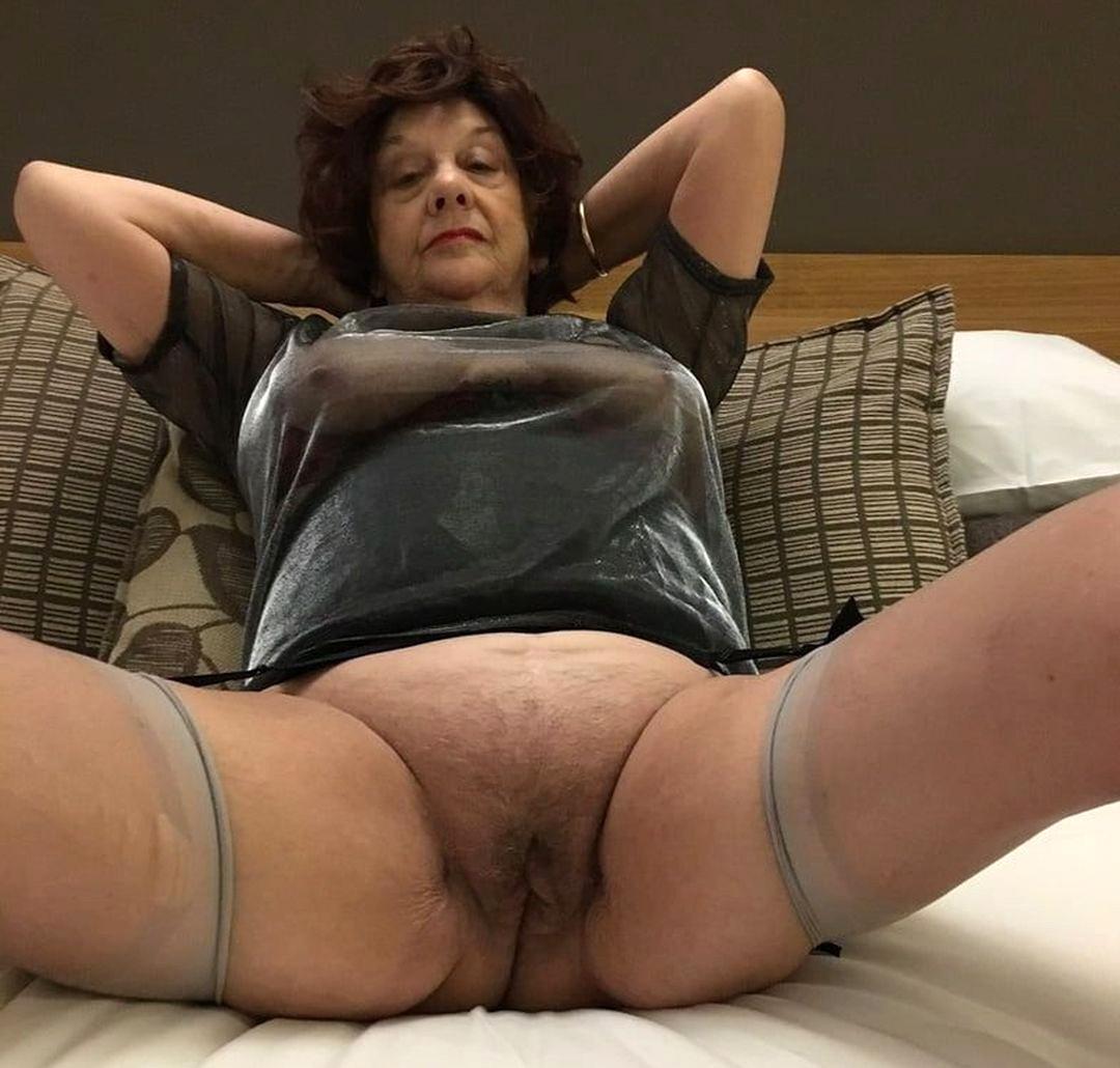 hairy granny pussy porno